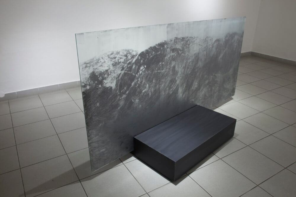 4, Bez nazvu, 110x240cm, grafit na skle, 2017