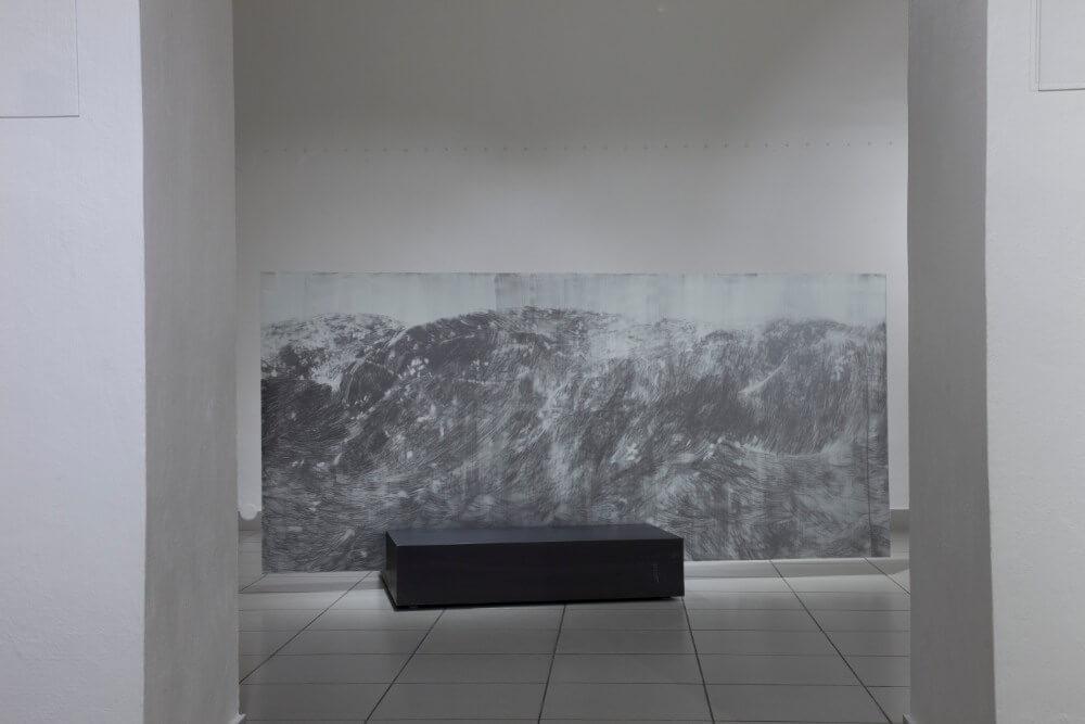 5, Bez nazvu, 110x240cm, grafit na skle, 2017