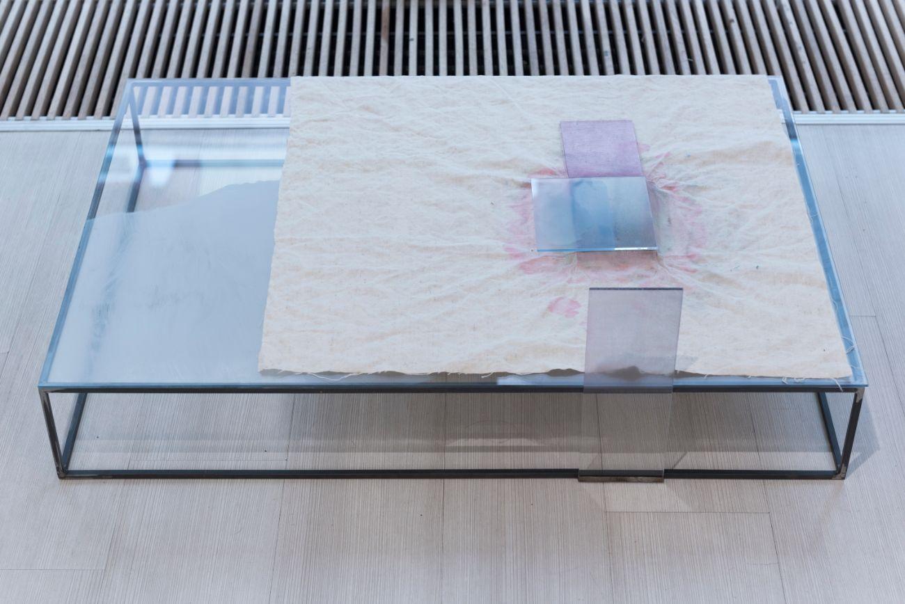 bez názvu, objekt, 65x95x15cm, maľba na skle, maľba na plátne, drevo, kovová konštrukcia, 2019