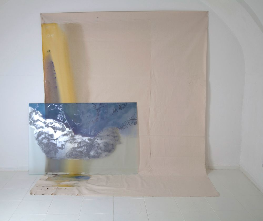 Bez názvu, grafit, lister a sklárska farba na skle, akryl na plátne; objekt 212 x 217 x 90 cm, sklo 95 x 145cm, 2021